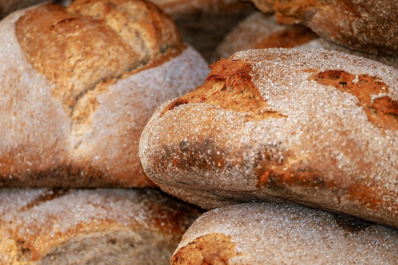 Chleb na maślance . Maślanka- wspaniały dodatek do wypieków.